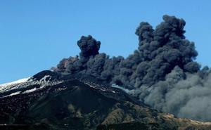 El Etna entra de nuevo en erupción en Italia