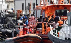 Rescatados 58 subsaharianos de una patera en el mar de Alborán