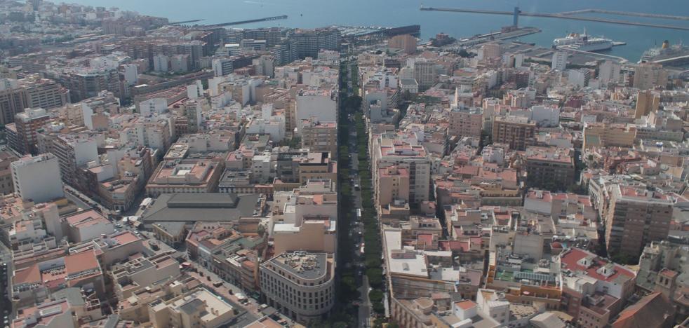 Una mesa de coordinación planteará la estrategia peatonal en el Paseo de Almería