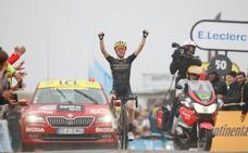 Yates triunfa en Prat d'Albis y Alaphilippe resiste pero muestra sus límites