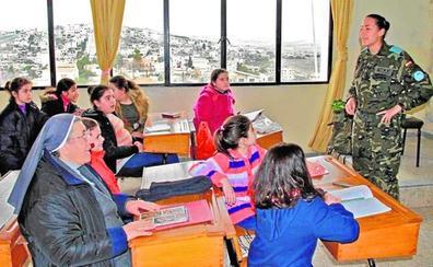 Las FAS en misiones de paz han impartido clases de español a 6.500 alumnos