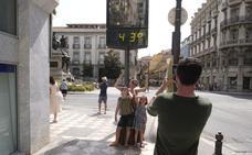 5 días de calor asfixiante en Granada: alerta por nivel rojo hasta el viernes