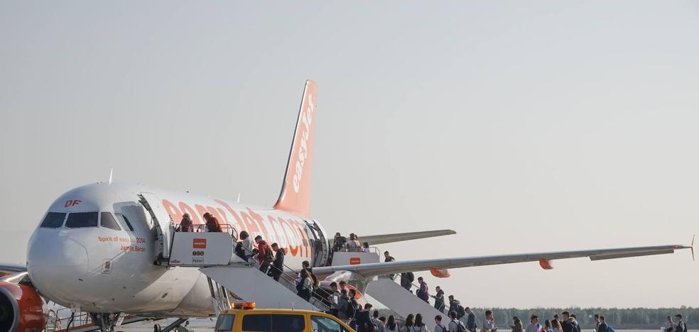El aeropuerto aspira a cerrar el mejor verano desde 2008 con quince destinos