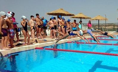 75 deportistas participaron en Vilches el XIX Circuito Provincial de Natación