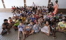El alcalde de Granada visita la escuela de verano de la zona Norte
