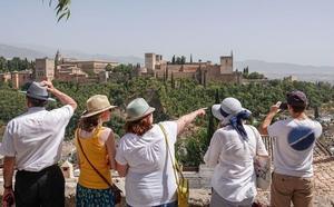 La llegada de turistas a Granada aumenta por encima de las medias de Andalucía y España