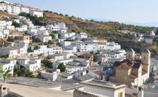 Vecinos de la Alpujarra se manifestan por el cierre de la casa cuartel de la Guardia Civil de Murtas