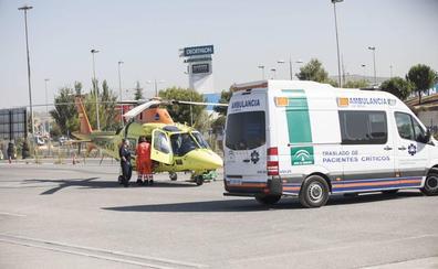 El calor obliga a un helicóptero del 061 a aterrizar en un solar de Granada capital