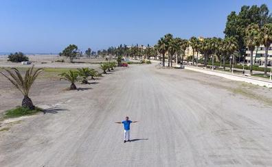 «La playa de Poniente de Motril es ahora un desierto sin accesos ni circulación»