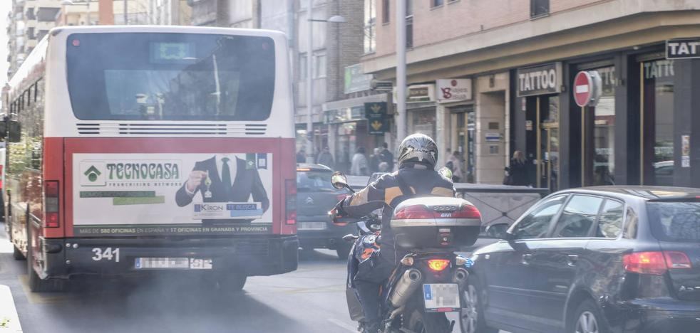 El Ayuntamiento estudia implantar una zona 30 «selectiva» en Granada