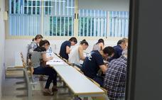 Publicados los destinos provisionales de las oposiciones a maestros en Andalucía: consulta las plazas