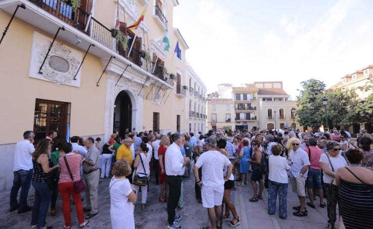 Motrileños y visitantes se plantan contra la prohibición de aparcar en la arena