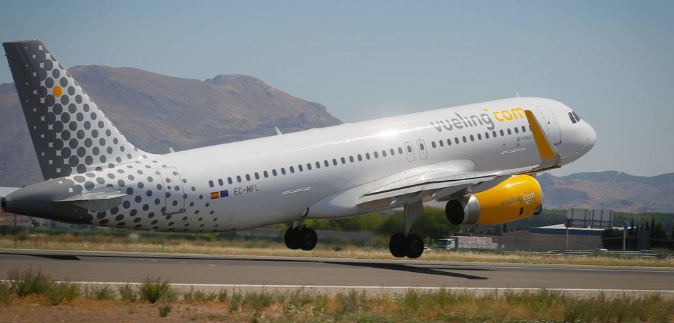 Vueling cancela cuatro vuelos entre Granada y Barcelona para el fin de semana por la huelga en El Prat