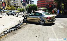 Un conductor ebrio destroza el coche en un accidente en Granada y sale ileso