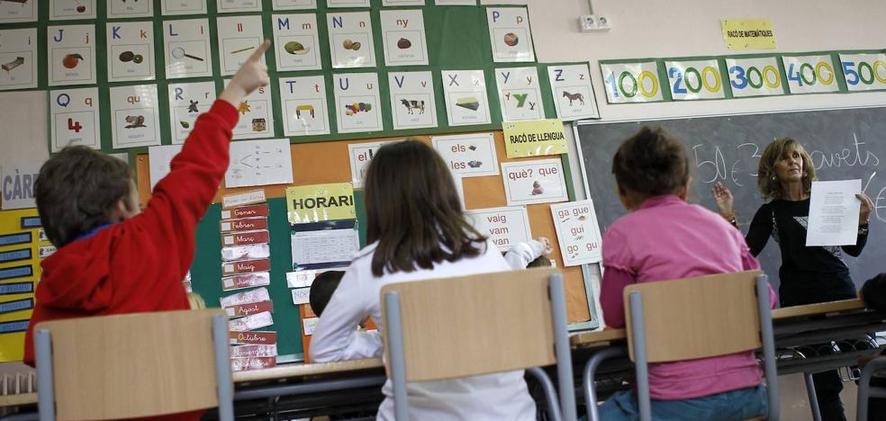 Los sindicatos de Granada recogen cientos de quejas por fallos en la asignación de plazas de maestro