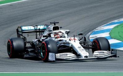 El hundimiento de Ferrari da alas a Hamilton