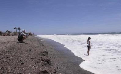 El temporal vuelve a sacar el escalón de Playa Granada