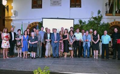 Santa Cruz del Comercio galardona a los 'ilustres' de sus 40 años de democracia