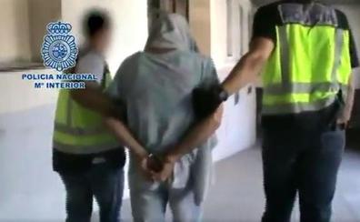 Encuentran al 'violador del ascensor' inconsciente en su celda con una carta de despedida