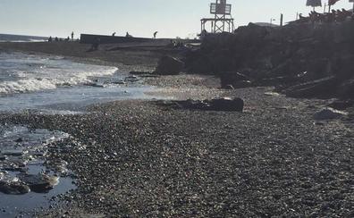 El temporal deja a Carchuna sin arena y a la espera de que Costas actúe