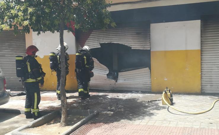 Arde un taller de coches en la avenida de Barcelona