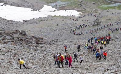 Expectación por la romería más alta de España, en las cumbres de Sierra Nevada