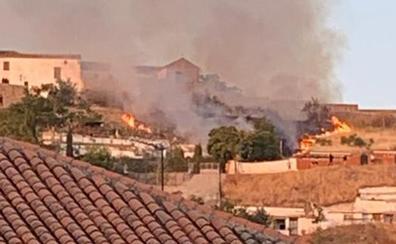 El Infoca da por extinguido el incendio cerca de la Ermita de San Miguel