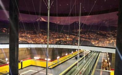 Una empresa granadina realiza el espectacular mural gigante del nuevo metro de Quito