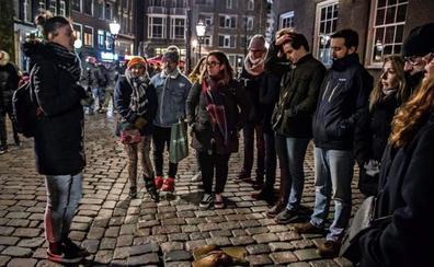 Ámsterdam prohibirá en enero los tours por el Barrio Rojo