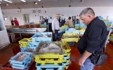 El hielo para los pescadores de la lonja volverá a fabricarse en el puerto de Motril