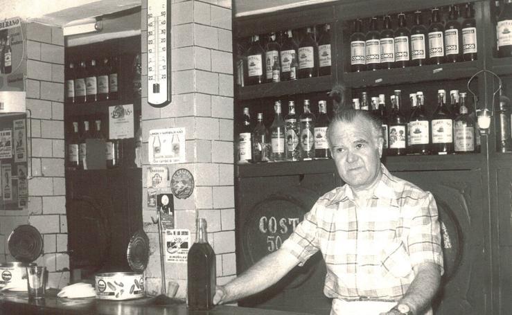 Las historias del bar más antiguo de Granada, La Sabanilla, que acaba de cerrar