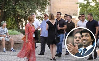 El jeque del Manchester City y príncipe heredero de Abu Dabi visita la Alhambra de Granada