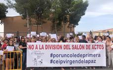 Padres del Virgen de la Paz protestan contra las obras en el salón de actos