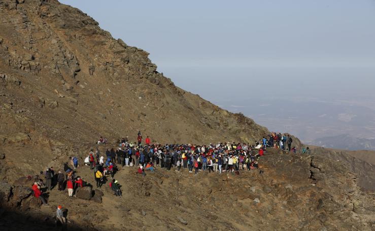Así se vive desde dentro la romería más alta de España, en Sierra Nevada