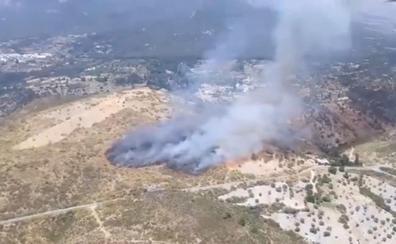 Extinguido el incendio declarado en Busquístar: 35 bomberos controlan las llamas