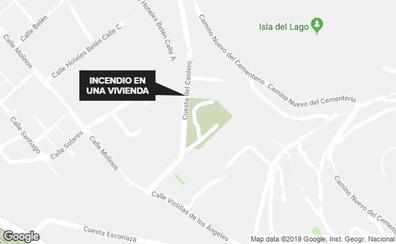 El incendio de una vivienda en el Realejo moviliza a Bomberos, sanitarios y Policía Local