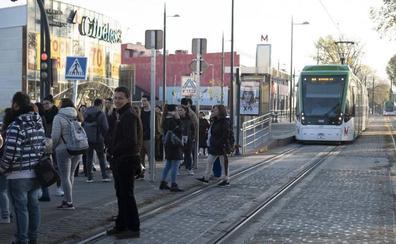Solo Sevilla acumula más usuarios que Granada en el transporte metropolitano de Andalucía
