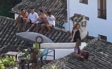 «No tienen ningún respeto por el barrio»: los vecinos del Albaicín cargan contra turistas incívicos