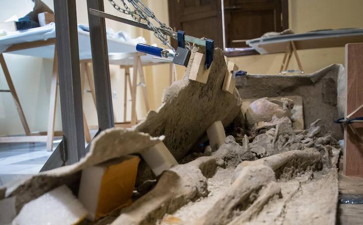Descubrimos el contenido del sarcófago de Granada: el romano que había dentro