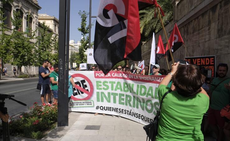 La manifestación de los profesores en Granada contra los recortes en Educación