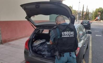 La Guardia Civil intercepta un vehículo con 28 kilos de marihuana en Gualchos (Granada)