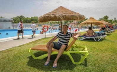 ¿Puedes hacer 'topless' en la piscina municipal de Granada?