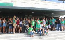 Los profesores de Almería salen a la calle en solidaridad con los interinos
