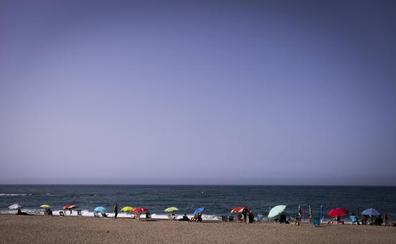 El oleaje de Poniente obliga a sacar la bandera amarilla en el litoral