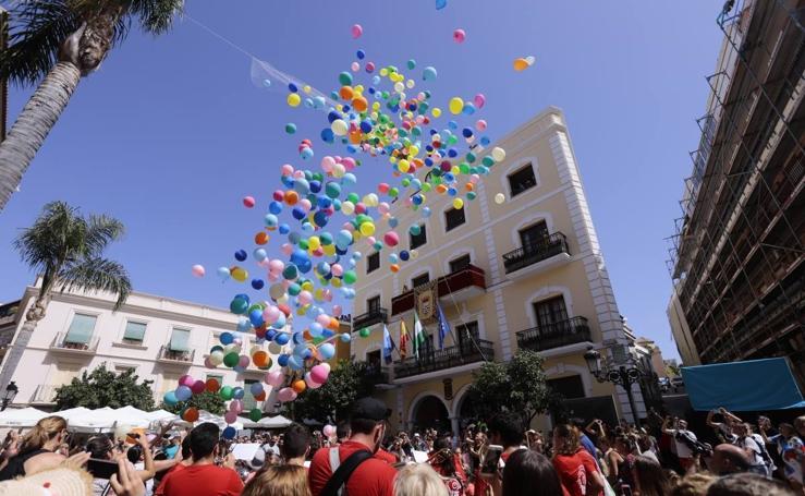 Espectacular suelta de globos en Almuñécar