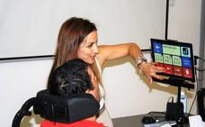 El Hospital San Cecilio emplea por primera vez un sistema de comunicación con la mirada