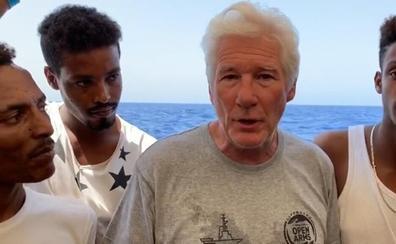 Vox se burla de Richard Gere por su gesto con el Open Arms: «Un multimillonario rodeado de presuntos refugiados»