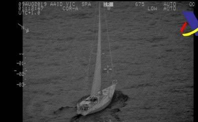 Abordan un velero en aguas de Almería con 5.500 kilos de hachís: detenidos los dos tripulantes