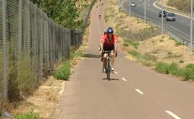 Circula con su coche a 80 km/h por el carril bici durante varios kilómetros huyendo de la Guardia Civil