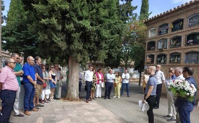 Homenaje de los funcionarios de prisiones a Conrada Muñoz, la granadina asesinada por ETA en 1989